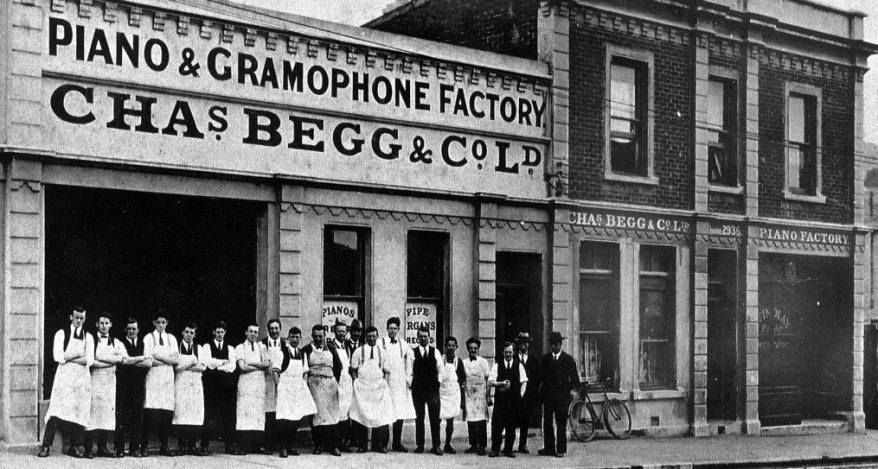 cropped-piano-and-gramophone-factory-early-20th-century.jpg